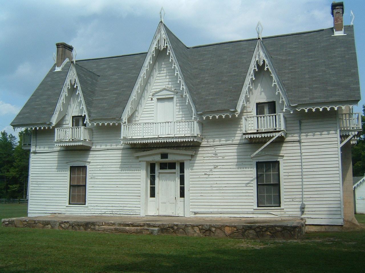 facade Spring Villa plantation Opelika Alabama haunted ghosts