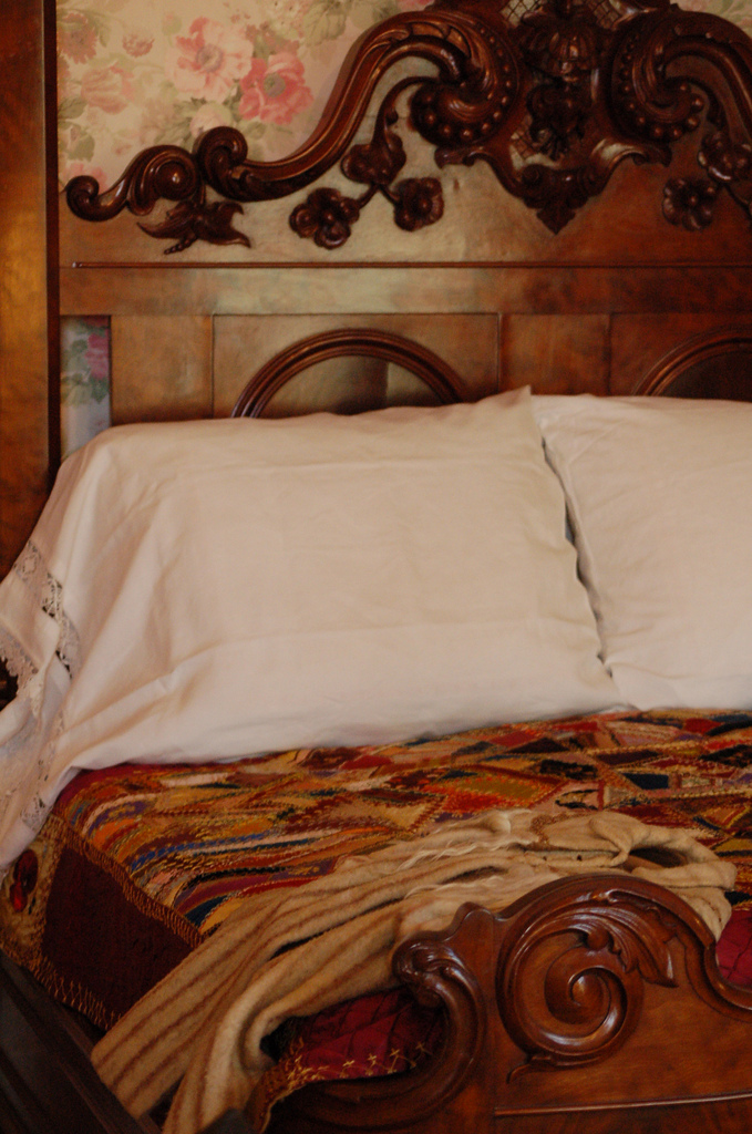 bed in the Woodruff-Fontaine House Memphis Tennessee ghosts haunted